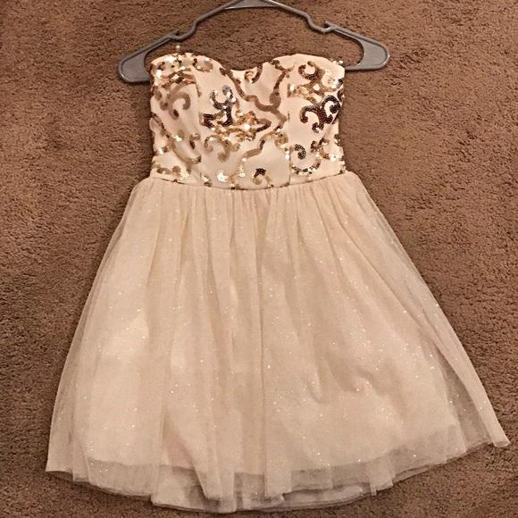 Windsor Dresses & Skirts - Strapless homecoming dress